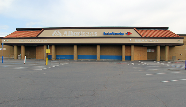 The site of the recently closed Albertsons In Allied Gardens (Photo by David Mannis)