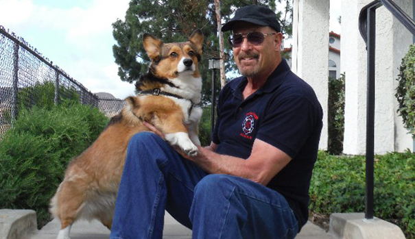 Author Larry Allen Lindsey and his dog (Courtesy Lindsey)